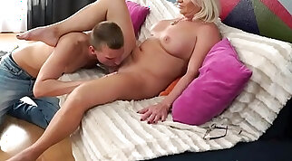 Mature brunette suck and ride big cock to even orgasm