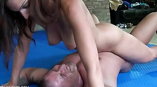 An gets her faces rubdown and she bangs on a stud